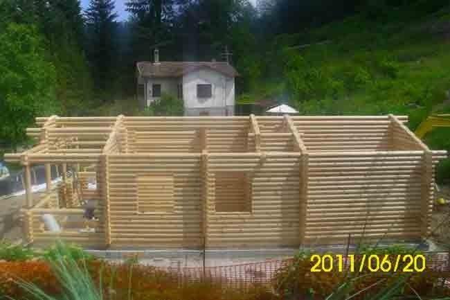 Casa in tronco rotondo
