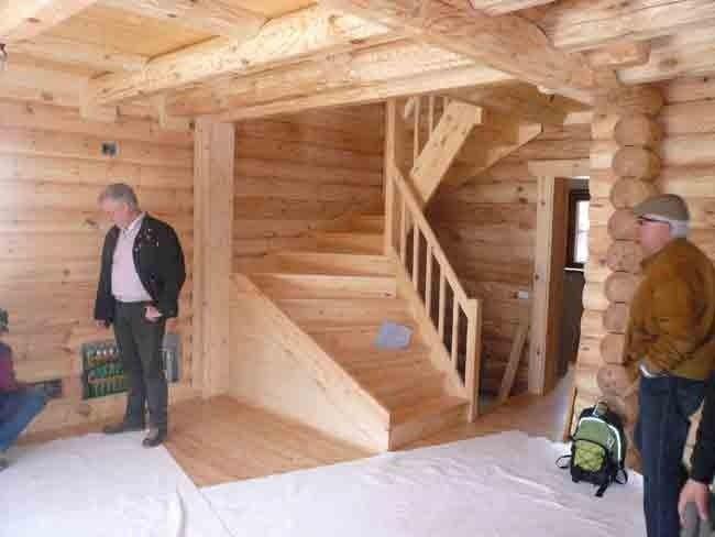 Round log house
