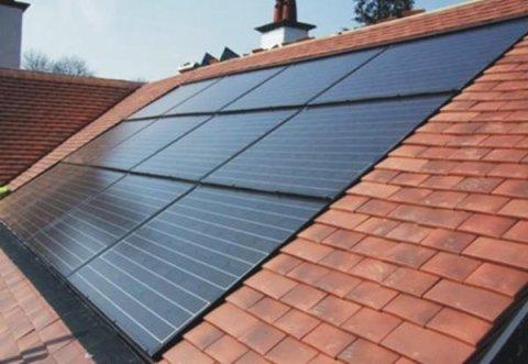pannello fotovoltaico tetto in legno