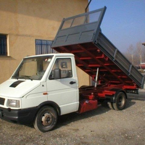 camion con cassone idraulico