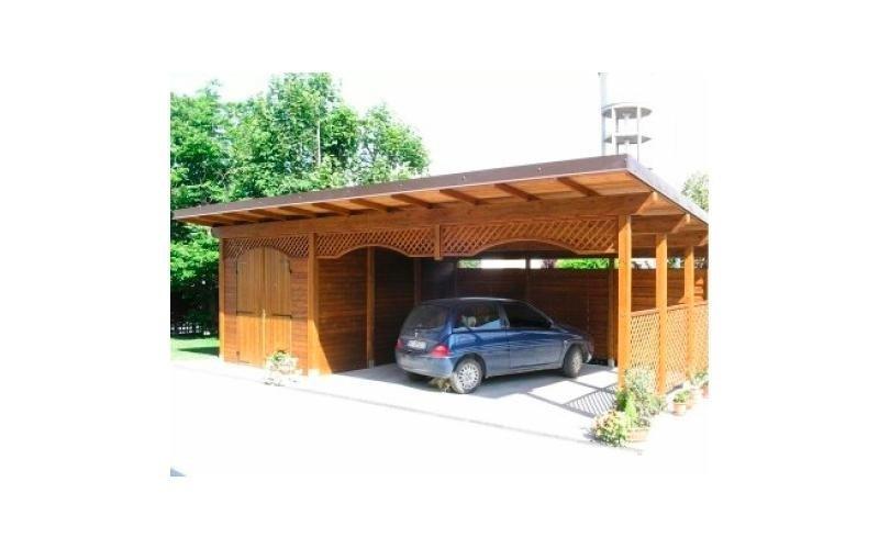 Box auto in legno recintato