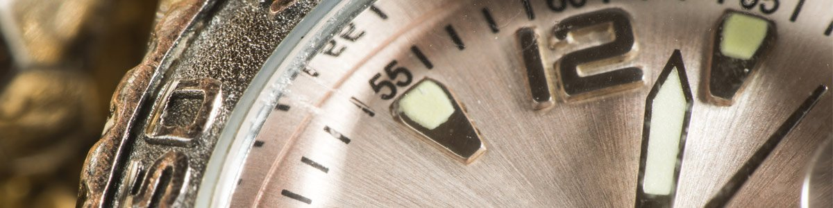 vintage-watch-closeup