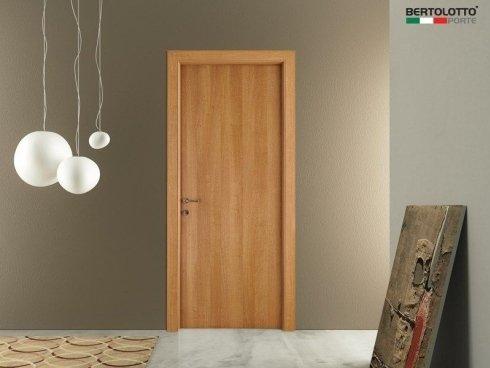 porta in legno chiaro, porte classiche, porte moderne