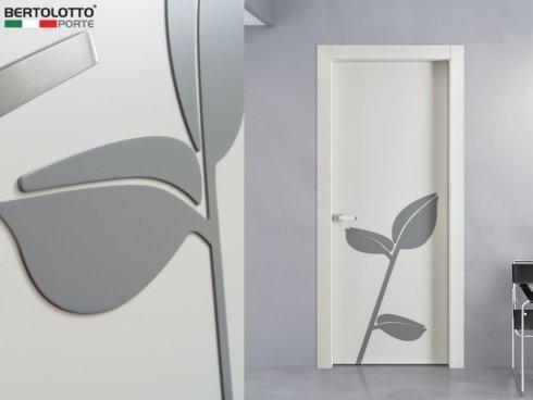 porta per interni con decorazione floreale