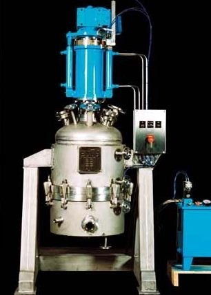 Filters, mixers and fermenters