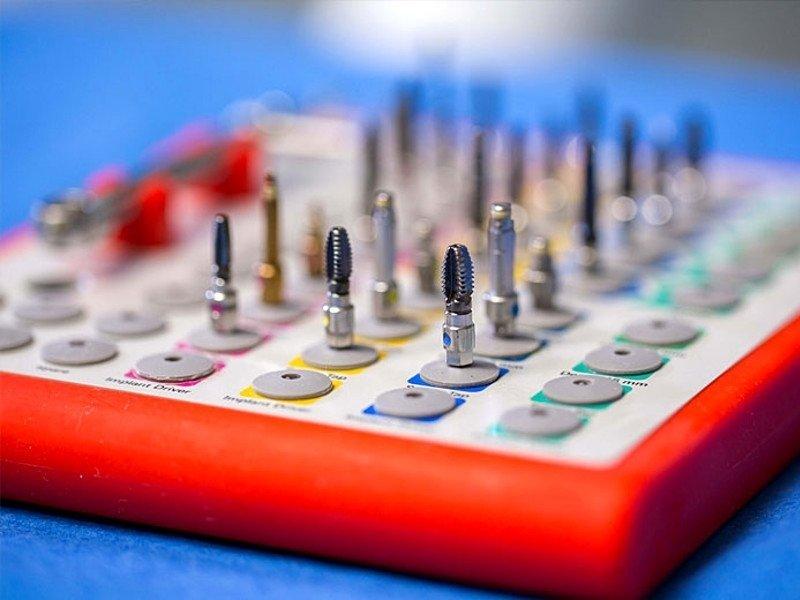 Ptimo piano macchinario tecnologico a fini dentistici