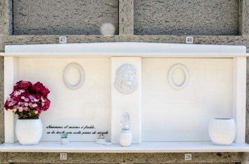 Arte funeraria di marmo, lapidi, addobbi funebri