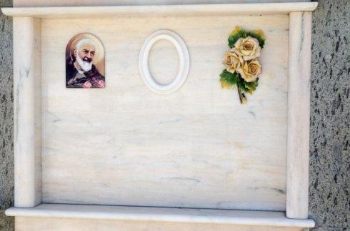Decorazioni per lapidi, affissione avvisi di lutto, esumazioni