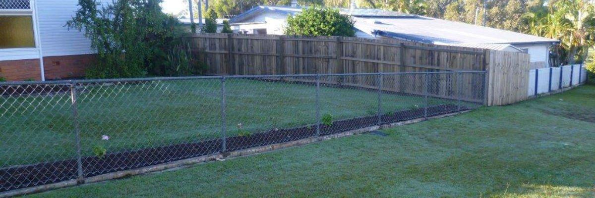sureline-domestic-fencing-outdoor