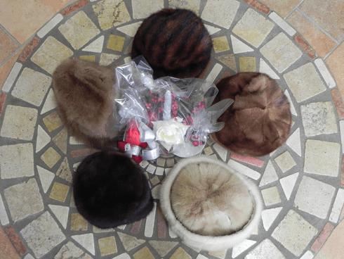 Cappelli in vari modelli e tipi di pelliccia