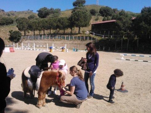 lezione di equitazione per bambini