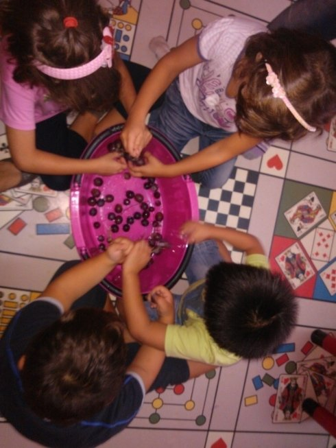 bambini che svolgono attività