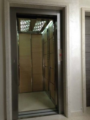 ascensore aperto