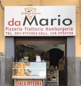 entrata del locale con insegna da Mario