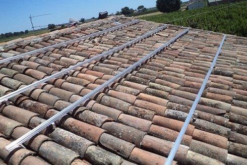 Sistemi di fissaggio per pannelli fotovoltaici.