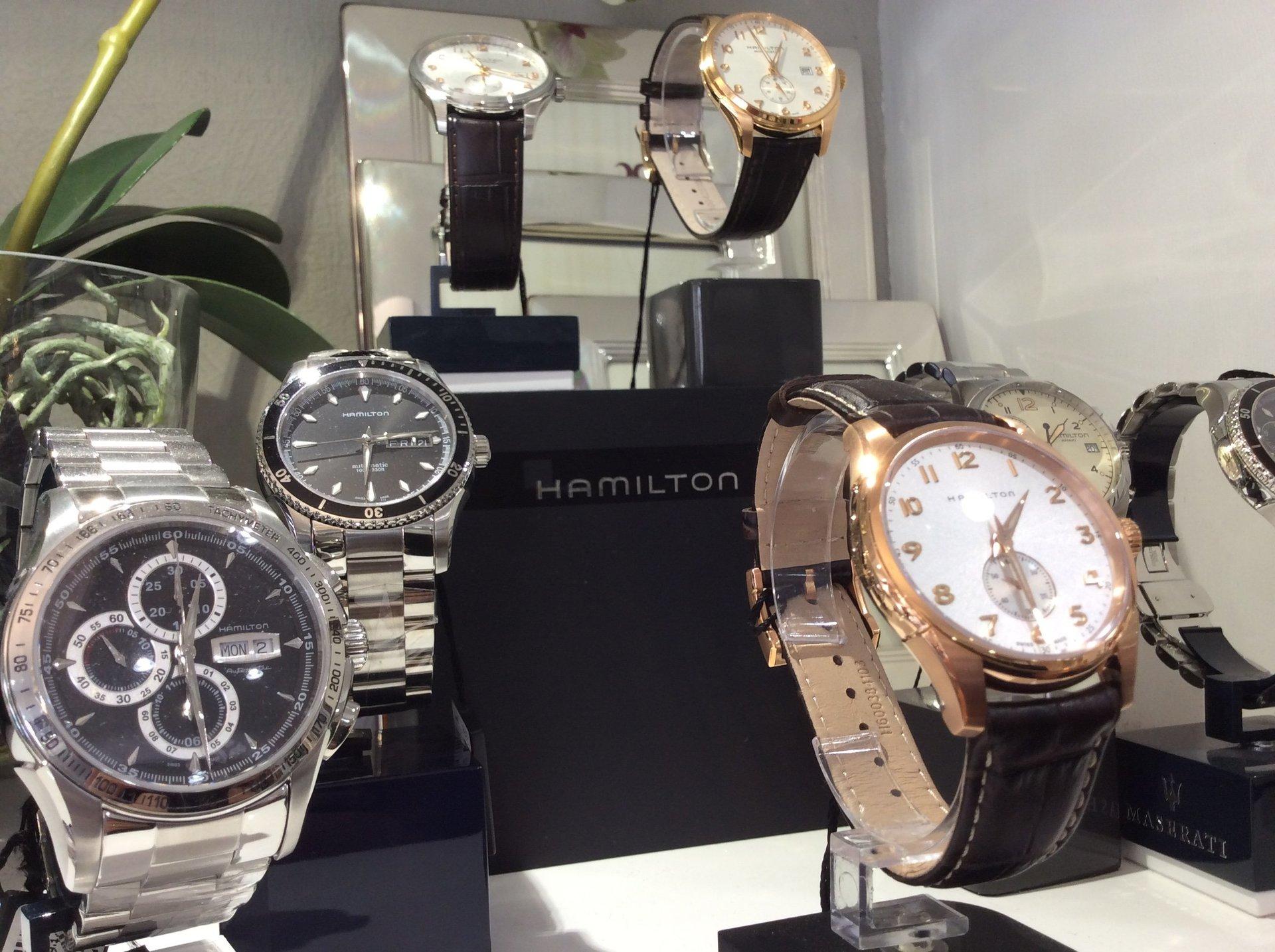 Esposizione orologi da polso per uomo Hamilton