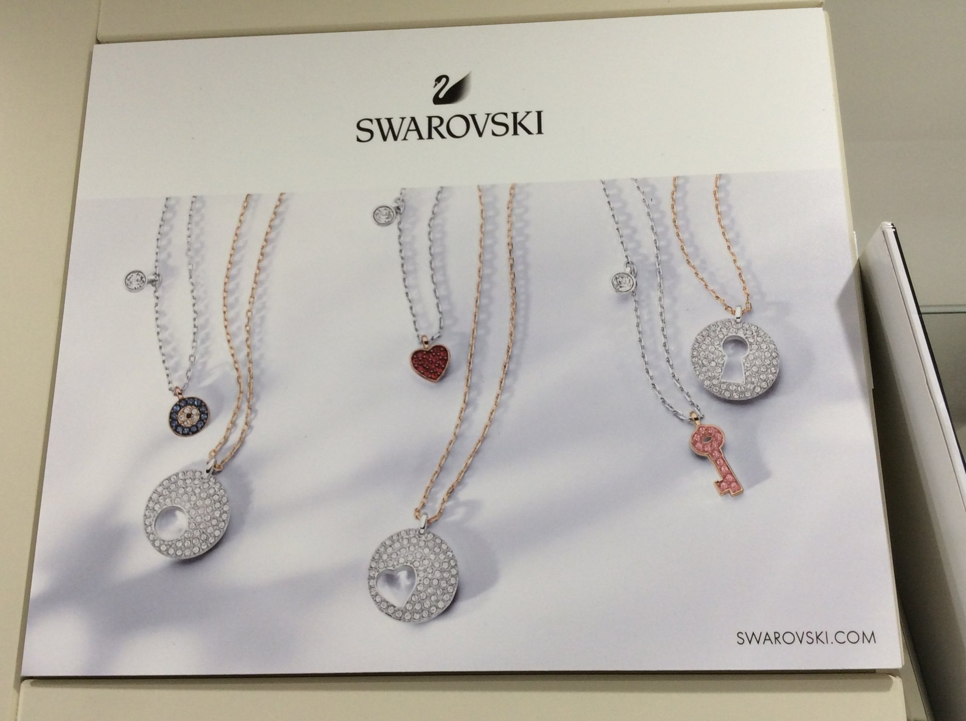 brochure promozionale nuovi pendenti Swarovski