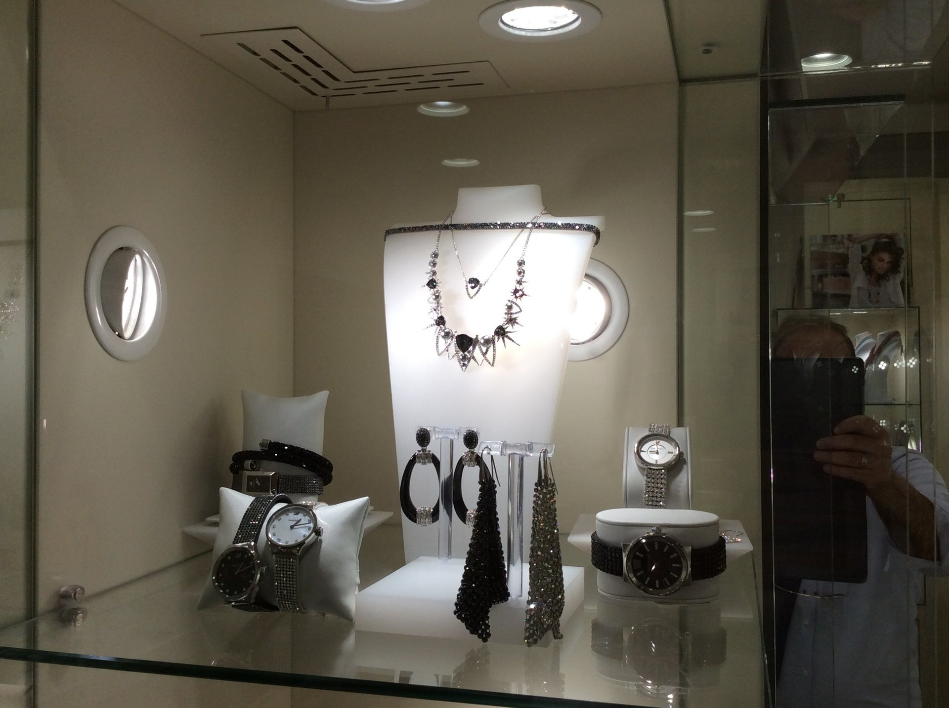 esposizione di ultimi arrivi della nuova collezione Luxury