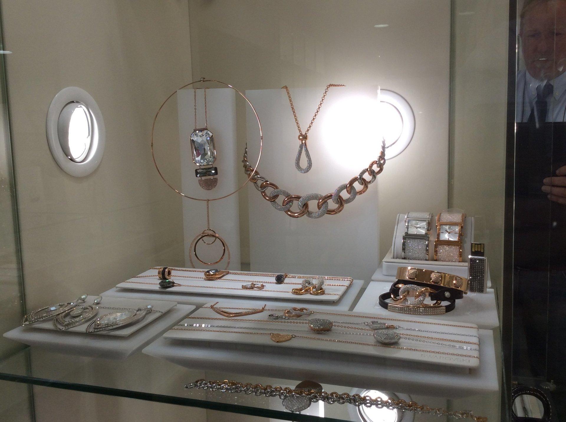 Esposizione di gioielli artigianali