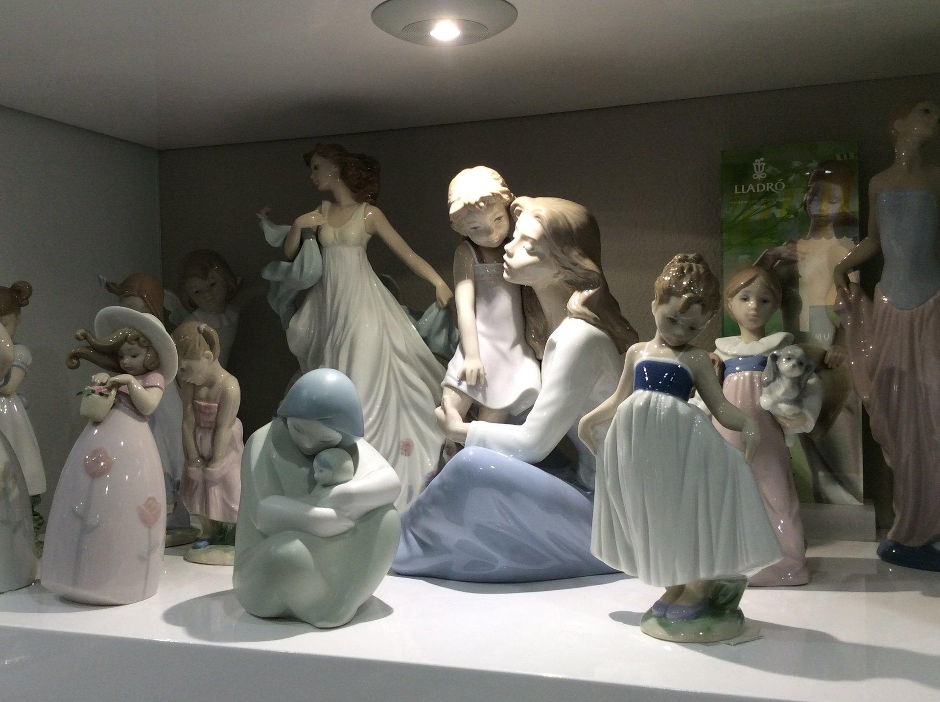 statuine in porcellana per cerimonie e lista nozze
