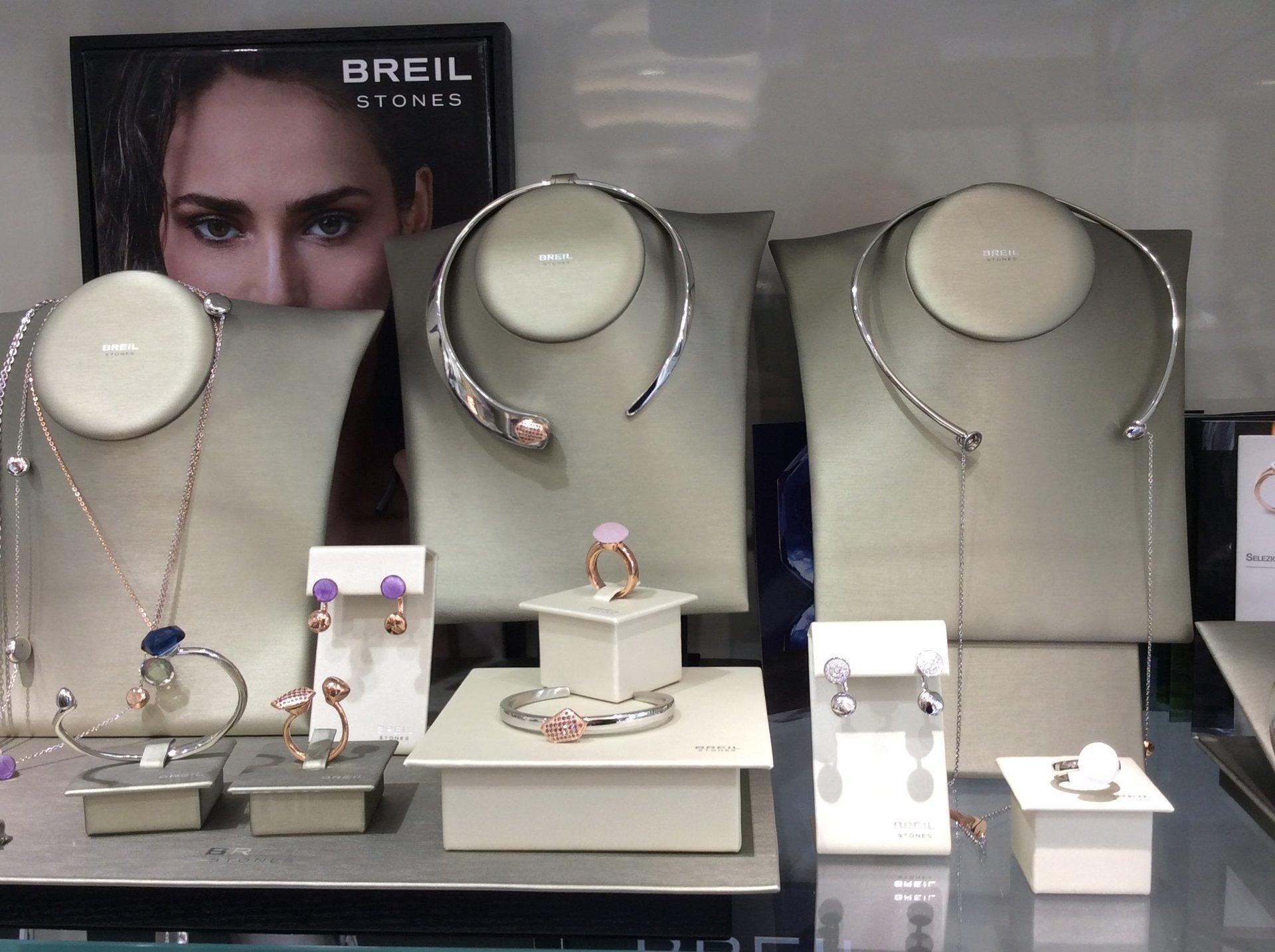 esposizione d'articoli di lusso Breil