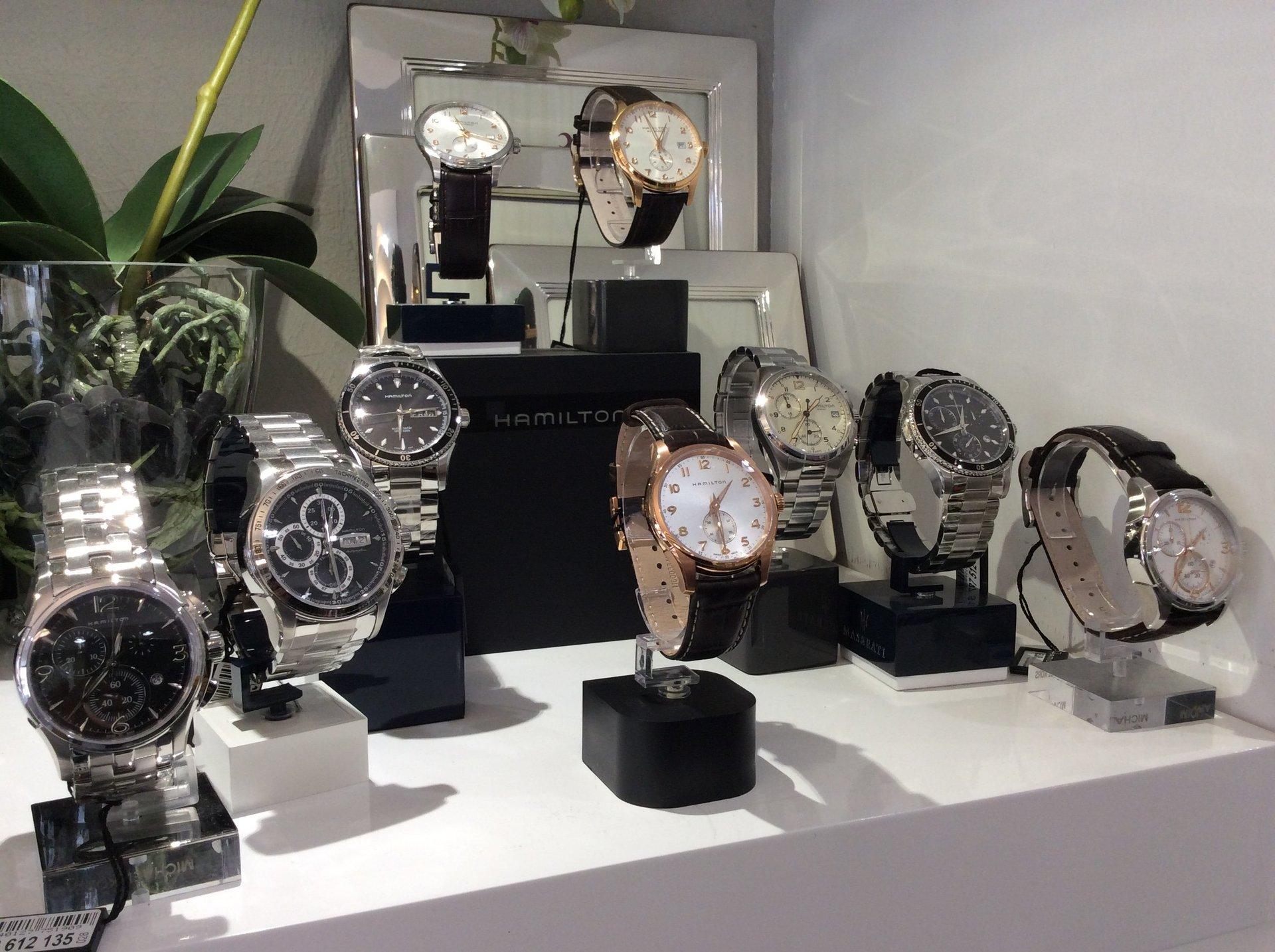 Esposizione orologi da polso per uomo