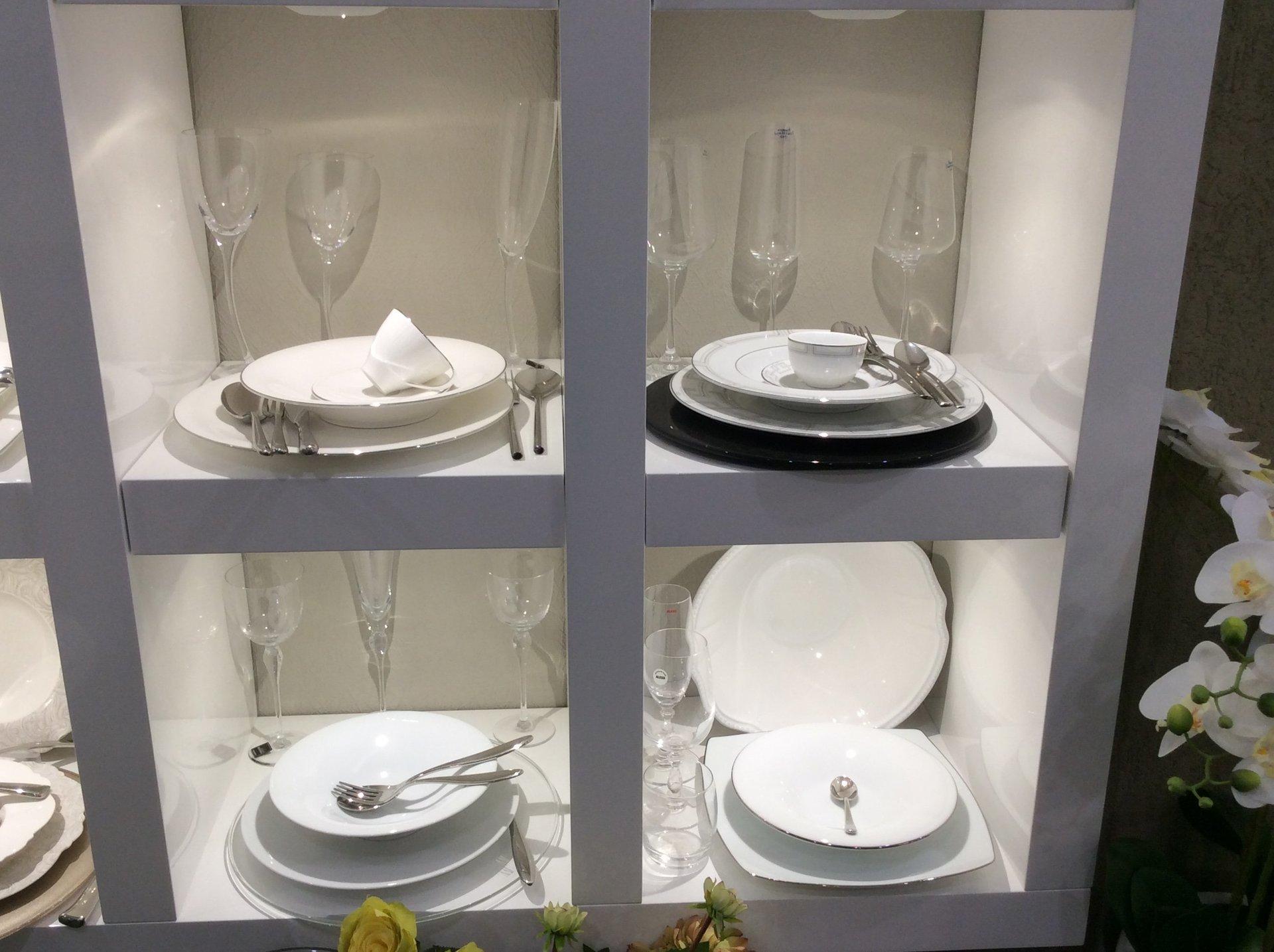 collezione piatti in porcellana per lista nozze