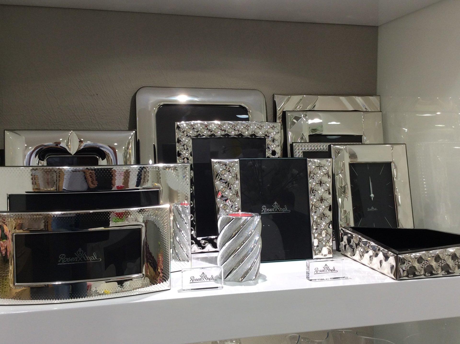 esposizione di cornici in argento