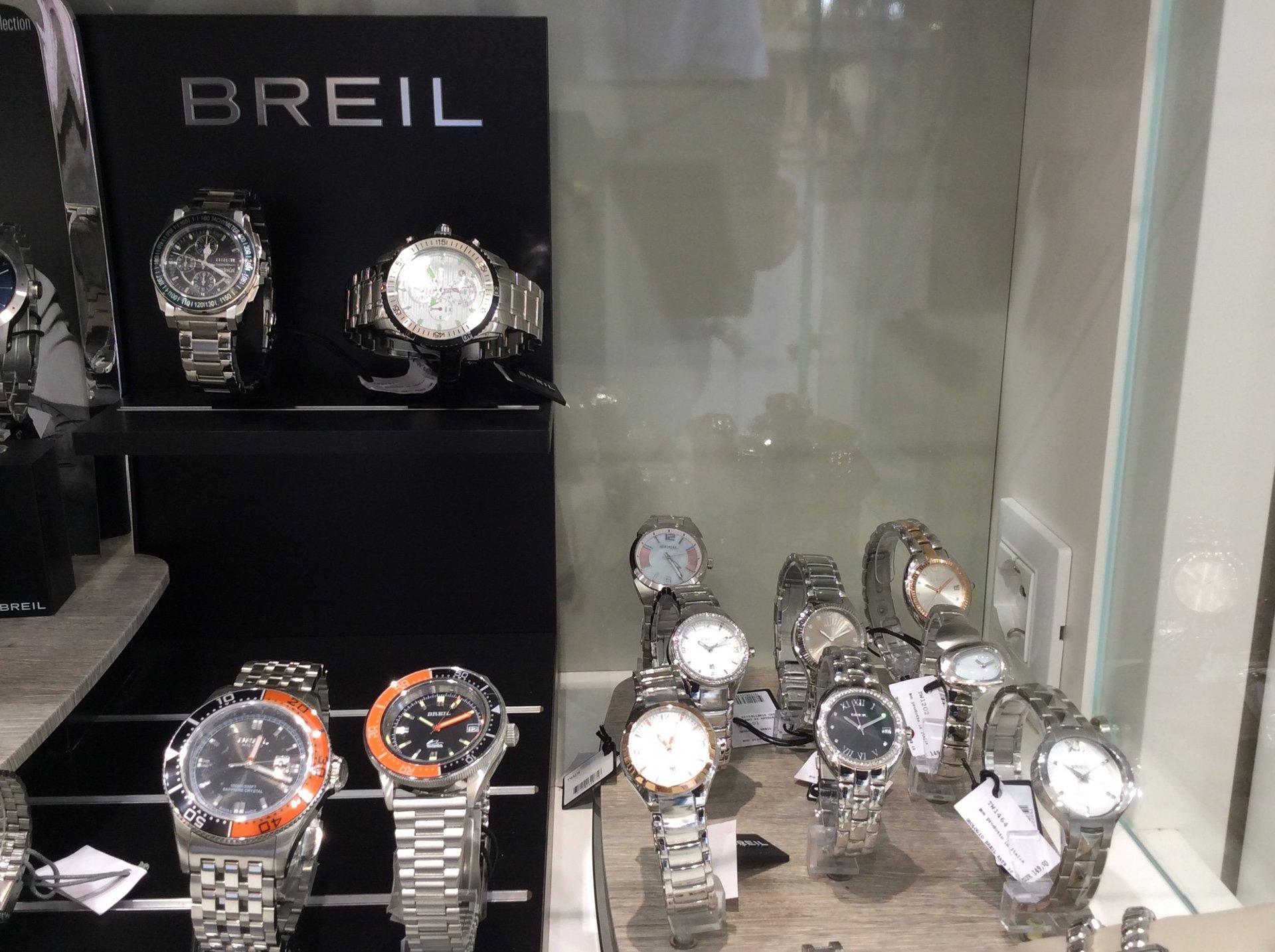 Esposizione orologi da polso Breil
