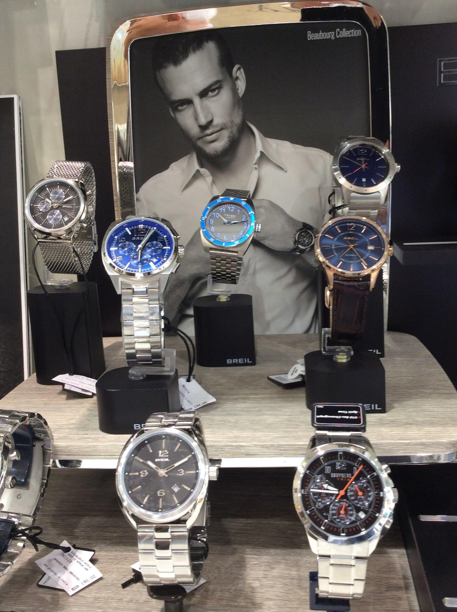 Esposizione orologi da polso di lusso