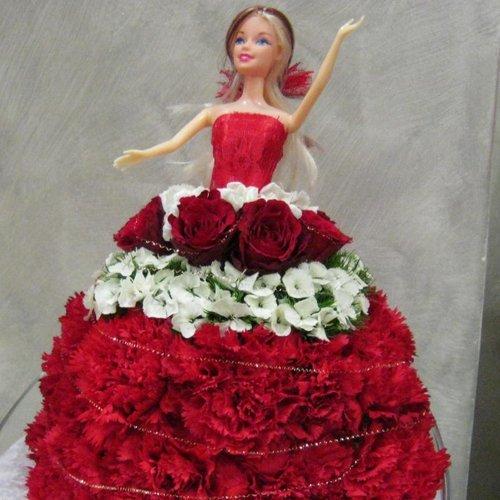 barbie con gonna fatta a fiori