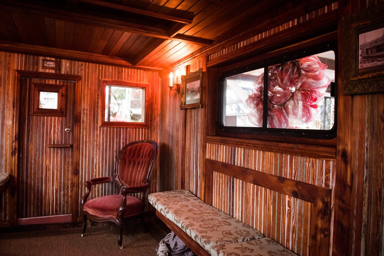 Dido's Restaurant Yellowstone Paddlewheeler seating