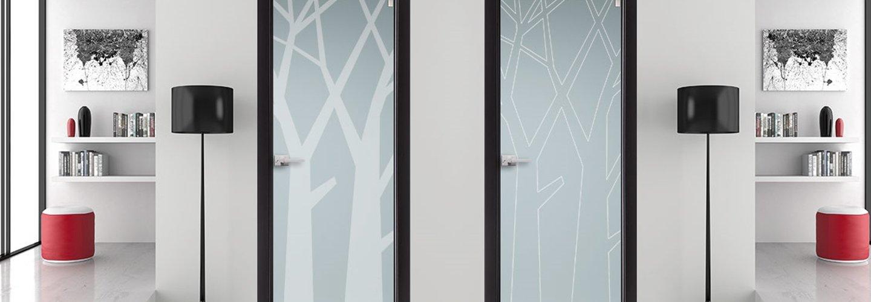 porta in alluminio con arredo casa