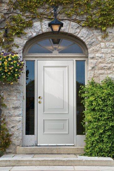 porta in legno con sicurezza