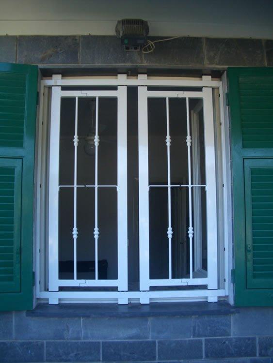 finestra esterna con ferro