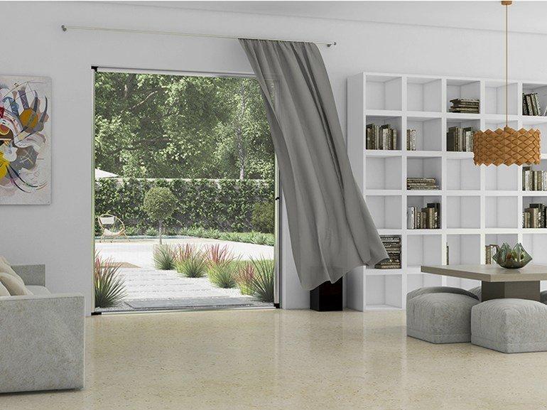 arredamento di soggiorno moderno con tenda e zanzariera