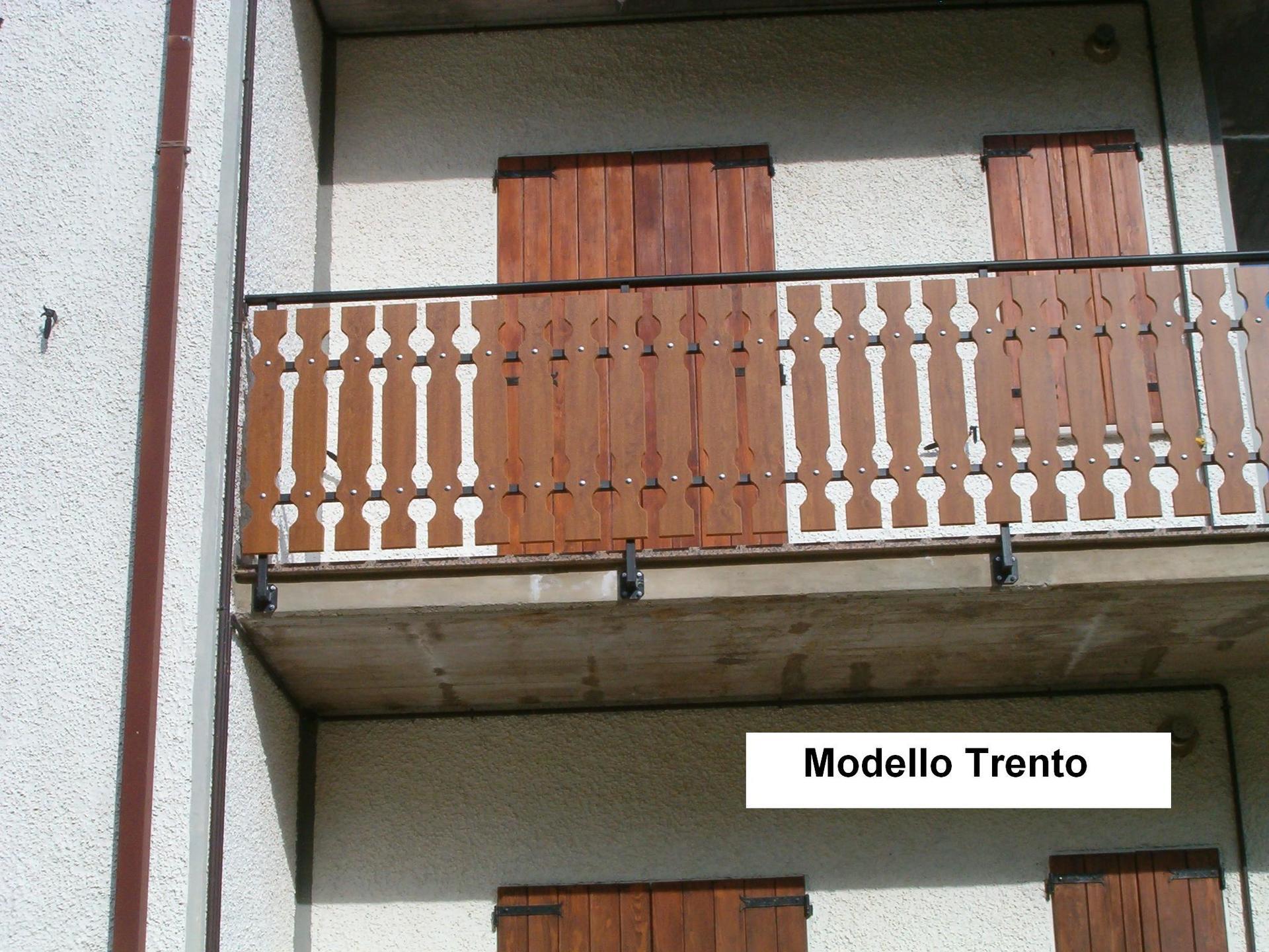Ringhiera in balcone di una casa Modello Trento