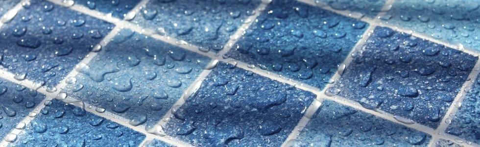 Mosaico azzurro per piscine repellente di acqua