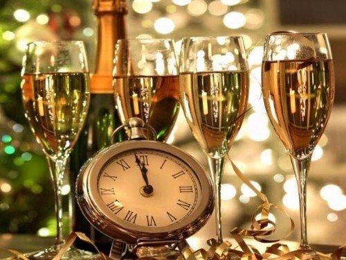 Coppe preparate per offrire per il nuovo anno