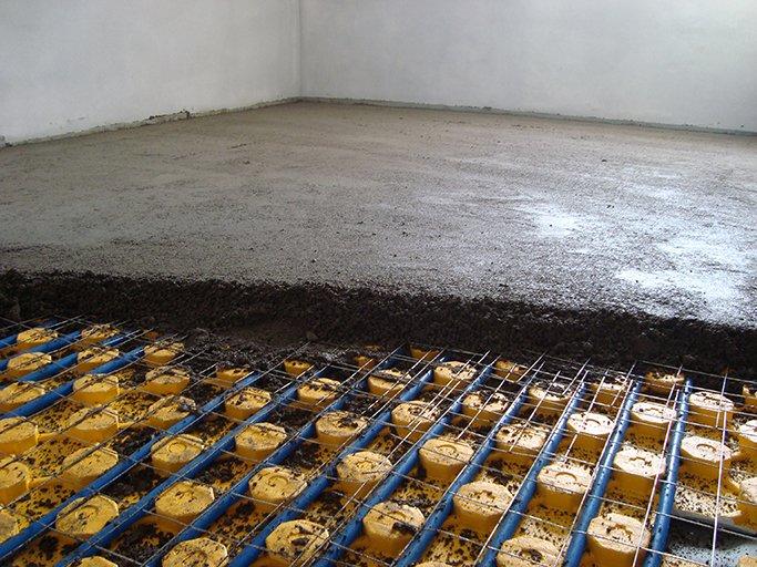 Le forniture del massetto posso essere di sabbia e cemento classici o di premiscelati sfusi in silos o in sacchi.