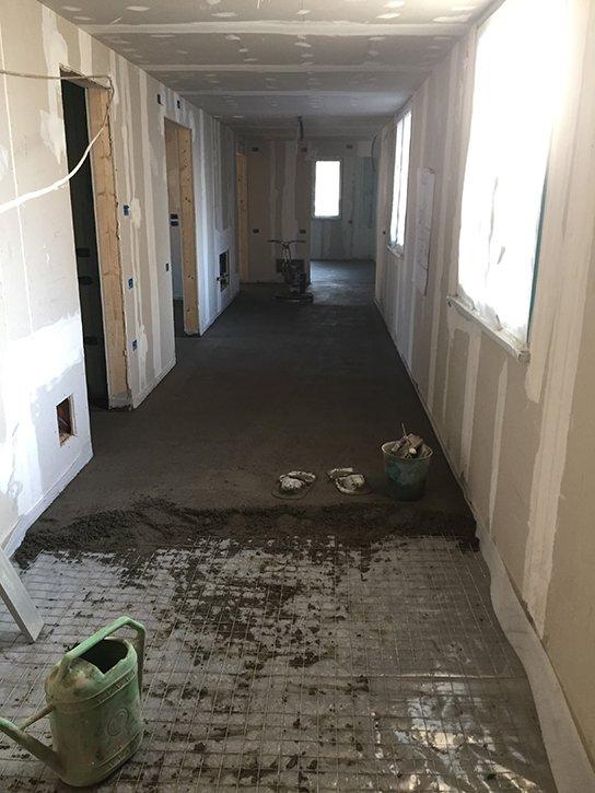 si utilizzano materiali premiscelati in sacchi o in silos che permettono di ricevere la pavimentazione in tempi brevi.