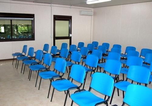 uffici prefabbricati con sedie