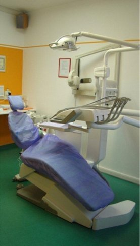 vista laterale poltrona del dentista