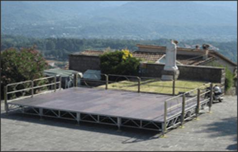 Etna Allestimenti installa palchi omologati per spettacoli e pedane