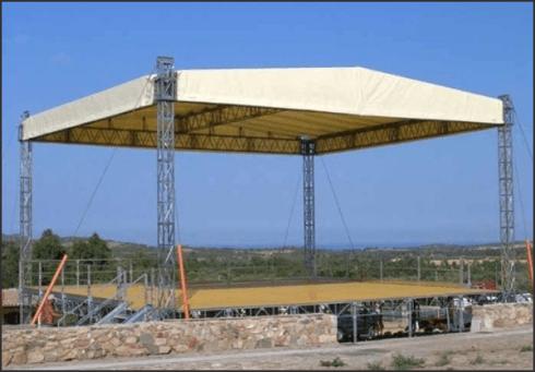 Etna Allestimenti dispone di palchi omologati con copertura