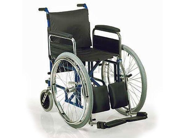 Carrozzina per disabili con alza gambe