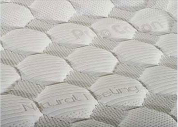 un materasso con scritto Natural Feeling