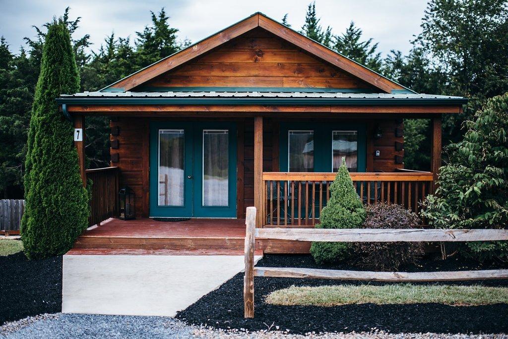 Shenandoah valley luray va pet friendly couple cabin for Cabin rentals near luray va