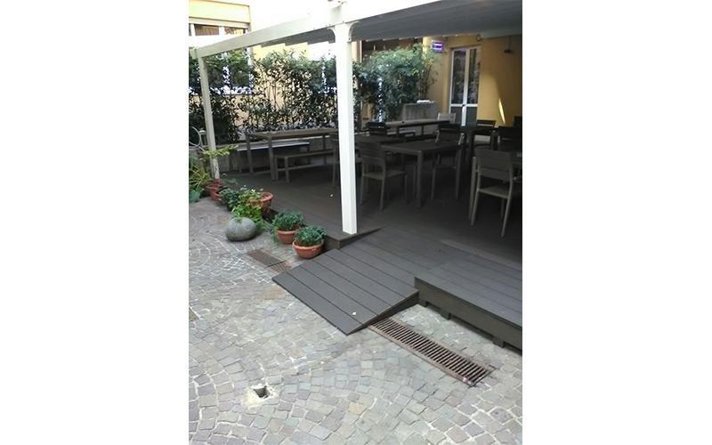 Posa pavimentazione esterna per ristorante