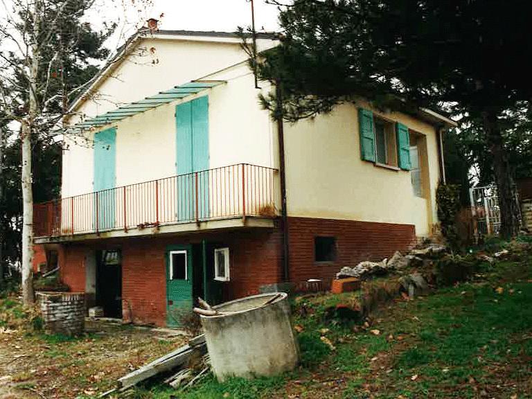 Prima della ristrutturazione vista con giardino